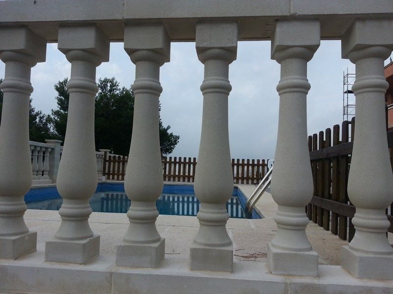 Barandilla de piedra materiales de construcci n para la - Balaustres de piedra ...