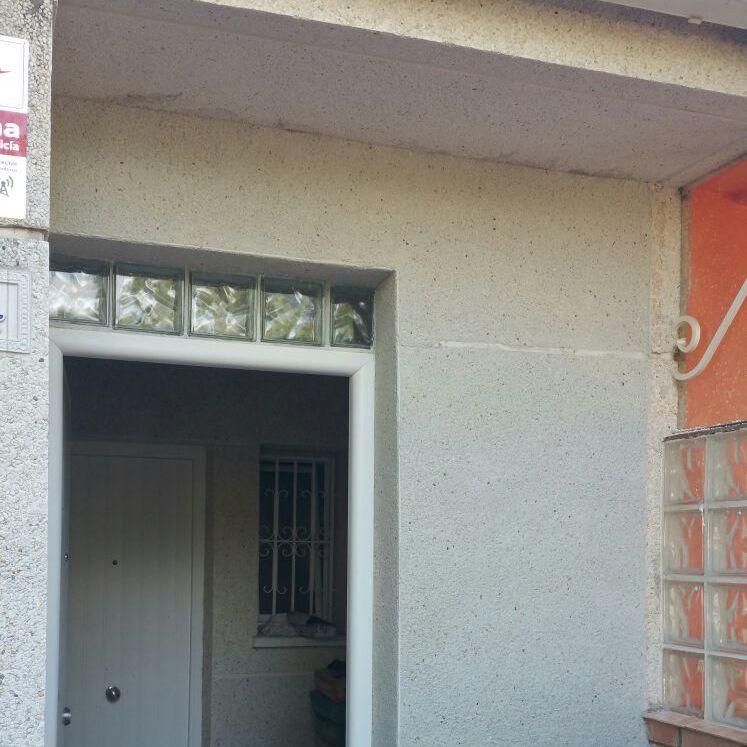 Colocar paves vidrio entrada