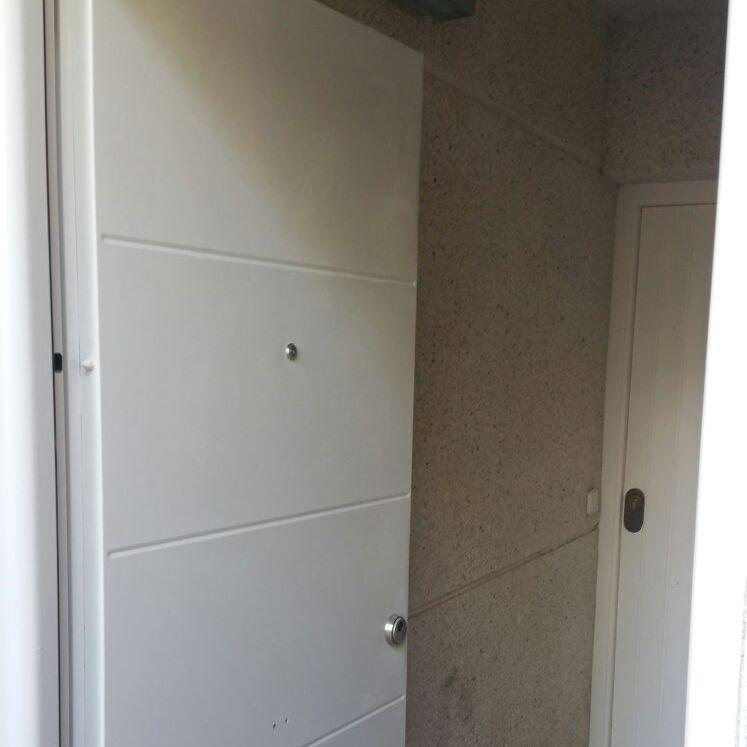Colocación puerta seguridad